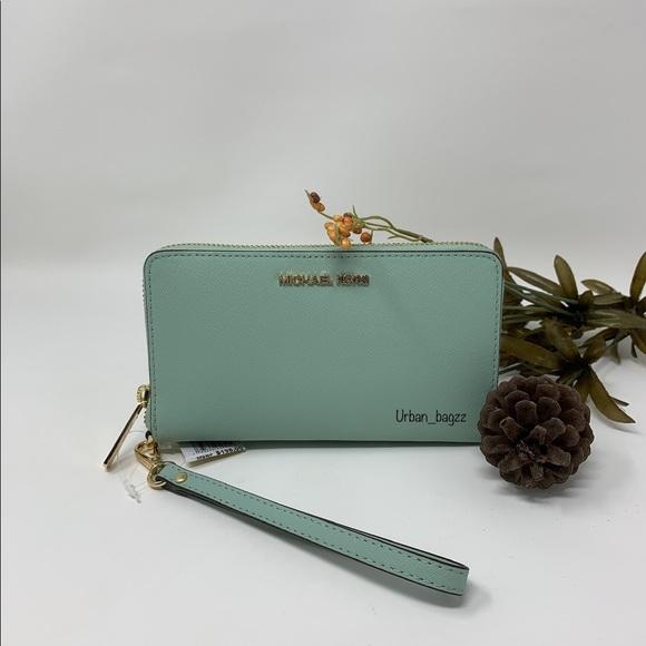 Michael Kors Handbags - Michael Kors JST Medium ZA Phone Holder